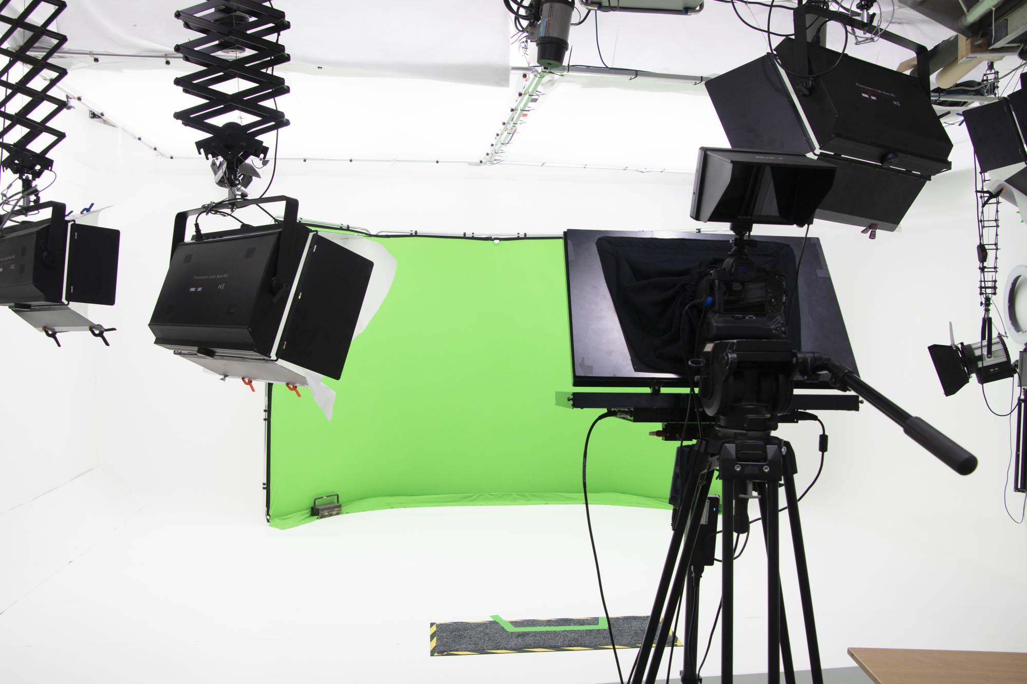 autoce/teleprompter for hire in big browndoors studio leeds
