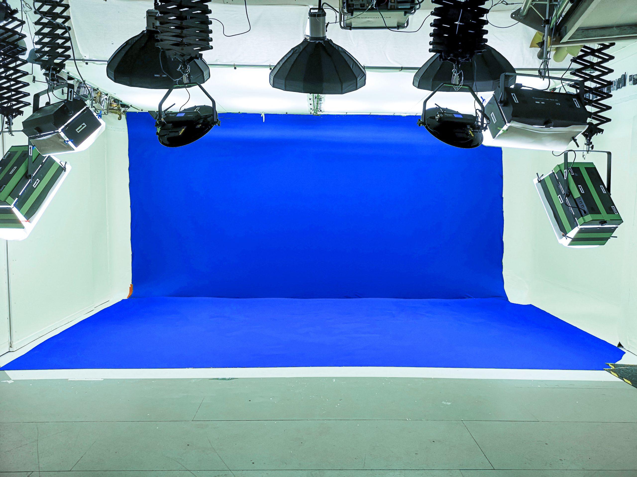 blue screen wall and floor at big brown doors studio hire leeds